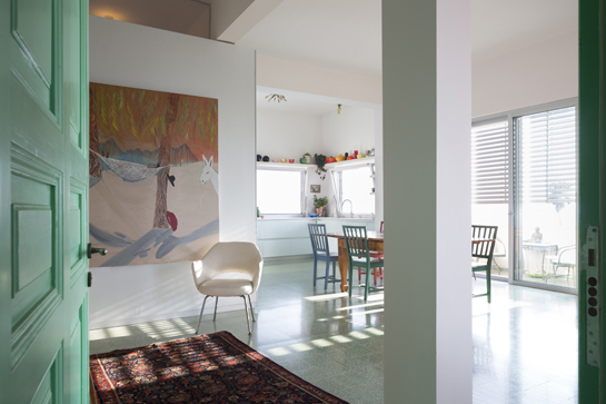 כניסה, דלת ירוקה, ציור של שי אזולאי.